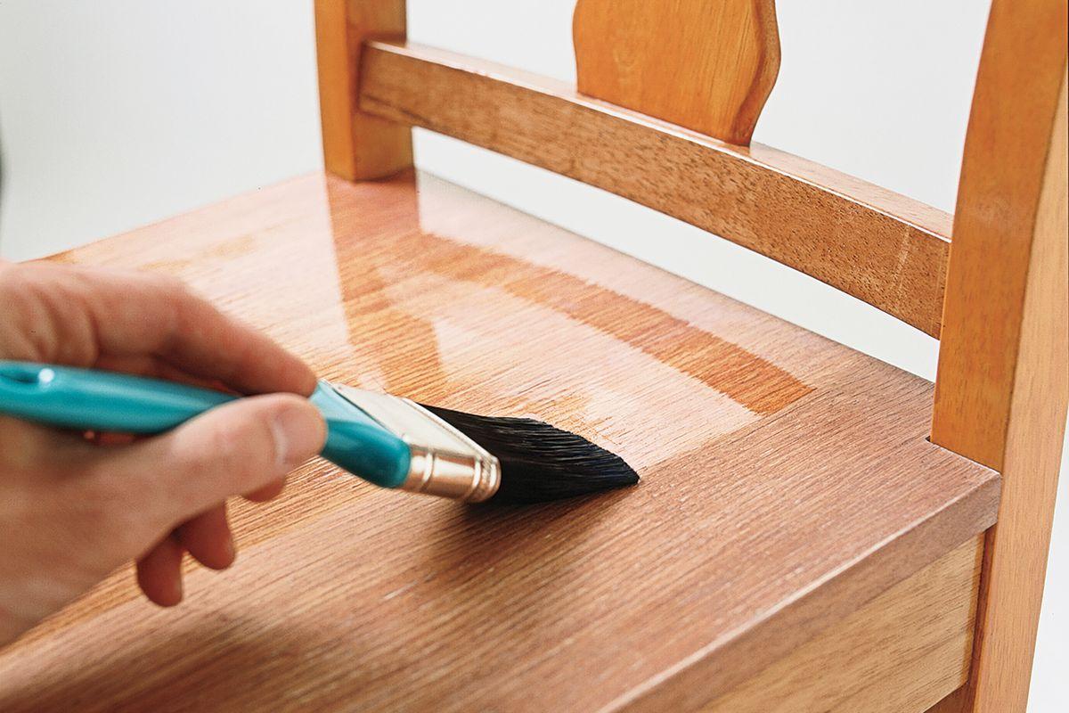Application d'antimousse dans les revêtements en bois PU